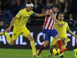 Atletico Madrid's forward David Villa vies with Villarreal pair Bruno Soriano and Jaume Costa during a La Liga game on November 10, 2013