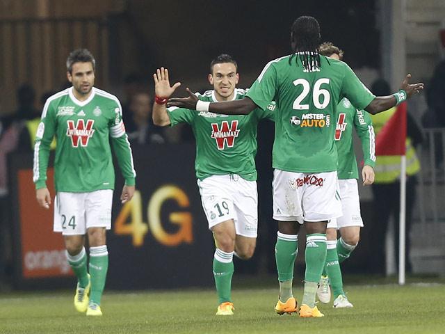 Saint-Etienne's Mevlut Erding celebrates with teammates after scoring the opening goal against Nice on November 24, 2013