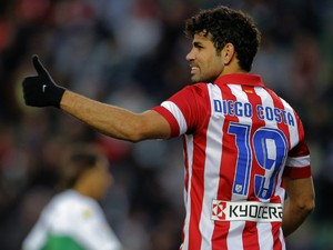 Atletico Madrid's Brazilian forward Diego da Silva Costa gives the thumbs up after scoring during the Spanish league football match Elche vs Club Atletico de Madrid at the Manuel Martinez Valero Stadium in Elche on November 30, 2013