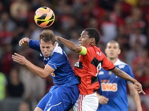 Everton Ribeiro of Cruzeiro heads the ball during a match between Flamengo and Cruzeiro as part of Brazilian Cup 2013 at Maracana Stadium on August 28, 2013