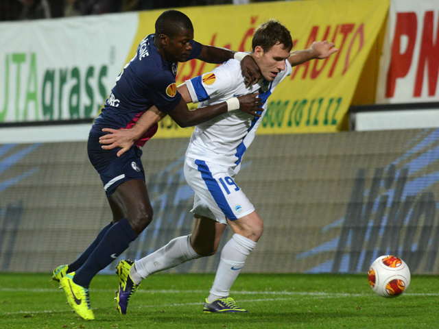 Freiburg's Senegalese defender Fallou Diagne and Liberec' striker Michael Rabusic vie for the ball during the UEFA Europa League Group H football match Slovan Liberec vs SC Freiburg in Liberec, Czech Republic, on November 28, 2013