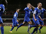 Everton players celebrate after Everton's Spanish striker Gerard Deulofeu scored an equaliser during the English Premier League football match between Arsenal and Everton at The Emirates Stadium in north London on December 8, 2013
