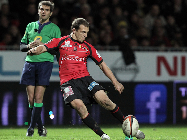 Oyonnax's Argentine fly-half Benjamin Urdapilleta takes a penalty kick during the French Top 14 rugby union match between Oyonnax and Perpignan at the Charles-Mathon Stadium in Oyonnax on November 2, 2013
