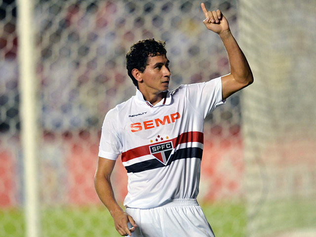Sao Paulo's Paulo Henrique Ganso celebrates his goal against Ponte Preta on November 20, 2013