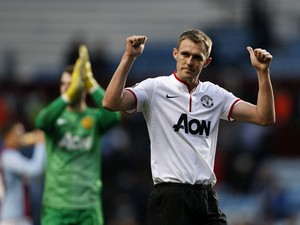 Manchester United's Scottish midfielder Darren Fletcher gestures to the crowd at the end of the English Premier League football match between Aston Villa and Manchester United at Villa Park in Birmingham on December 15, 2013