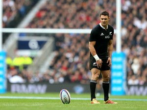 Dan Carter of New Zealand lines up a kick at goal during the QBE International match between England and New Zealand at Twickenham Stadium on November 16, 2013