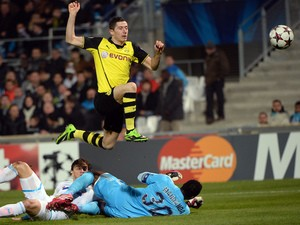 Dortmund's Polish striker Robert Lewandowski scores a goal at the Velodrome stadium in Marseille, southern France, during the UEFA Champions League group F football on December 11, 2013