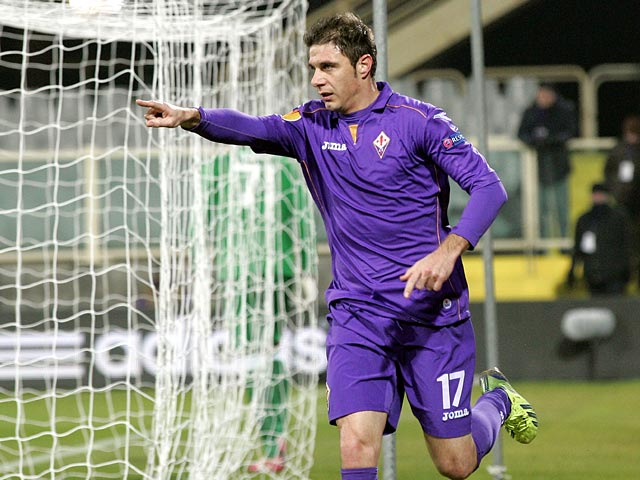 Fiorentina's Joaquin celebrates after scoring his team's opening goal against Dnipro during their Europa League group match on December 12, 2013