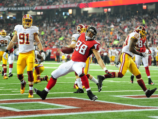 Tony Gonzalez of the Atlanta Falcons runs with a catch for a 1st quarter touchdown against the Washington Redskins at the Georgia Dome on December 15, 2013