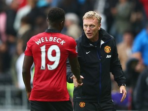 David Moyes the manager of Manchester United shakes hands with Danny Welbeck after the final whistle during the Barclays Premier League match between Swansea City and Manchester United at the Liberty Stadium on August 17, 2013