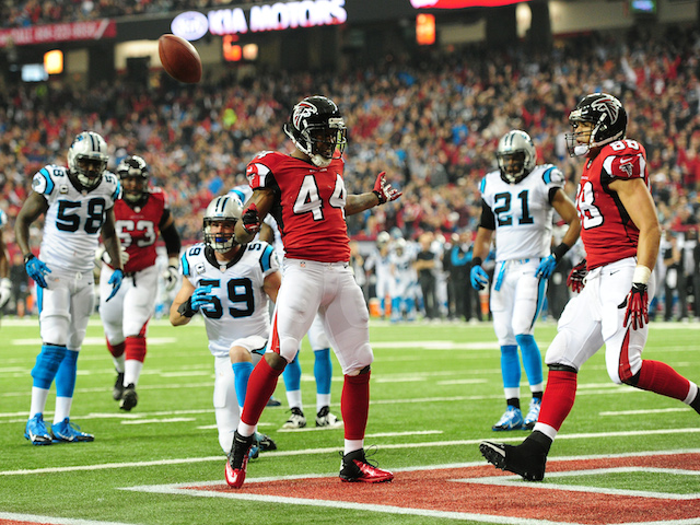 Jason Snelling of the Atlanta Falcons celebrates after scoring a first quarter touchdown against the Carolina Panthers at the Georgia Dome on December 29, 2013