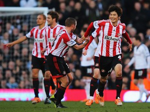 Ki Sung-Yueng of Sunderland celebrates with team mates after scoring during the Barclays Premier League match between Fulham and Sunderland at Craven Cottage on January 11, 2014