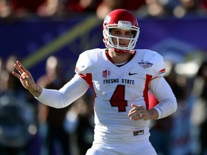 Quarterback Derek Carr #4 of the Fresno State Bulldogs signals teammates during the team's game against the USC Trojans in the Royal Purple Las Vegas Bowl on December 21, 2013