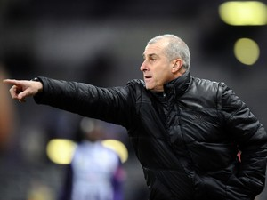 Toulouse's French coach Alain Casanova points at his players during the French L1 football match Toulouse against Guingamp on December 21, 2013