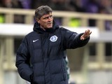 Juande Ramos head coach of FC Dnipro Dnipropetrovsk shouts instructions to his players during the Uefa Europa League Group E match between ACF Fiorentina and FC Dnipro Dnipropetrovsk at Stadio Artemio Franchi on December 12, 2013