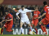 Gareth Bale of Tottenham Hotspur runs with the ball as Cristian Chivu of FC Internazionale Milano (L) closes him down during the UEFA Europa League match on March 7, 2013