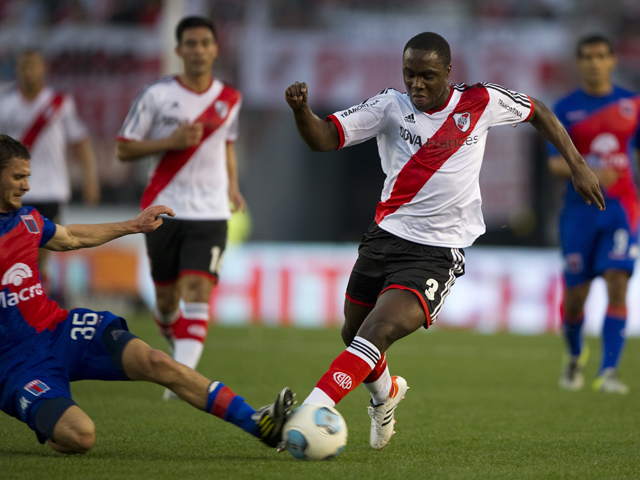 River Plate's defender Eder Alvarez Balanta vies for the ball with Tigre's midfielder Joaquin Arzura during their Argentine First Division football match, at the Monumental stadium in Buenos Aires, Argentina, on September 8, 2013