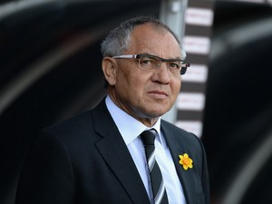 Felix Magath, Manager of Fulham looks on during the Barclays Premier League match between Fulham and Newcastle United at Craven Cottage on March 15, 2014