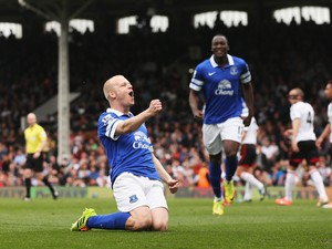 Steven Naismith of Everton celebrates scoring the opening goal during the Barclays Premier League match between Fulham and Everton at Craven Cottage on March 30, 2014