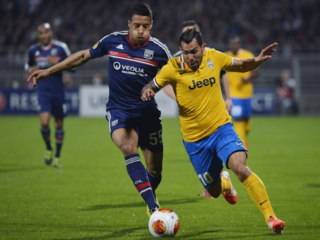Juventus' Argentinian forward Carlos Tevez (R) vies with Lyon's French midfielder Corentin Tolisso (L) during the UEFA Europa League (C3) quarter final football match on April 3, 2014
