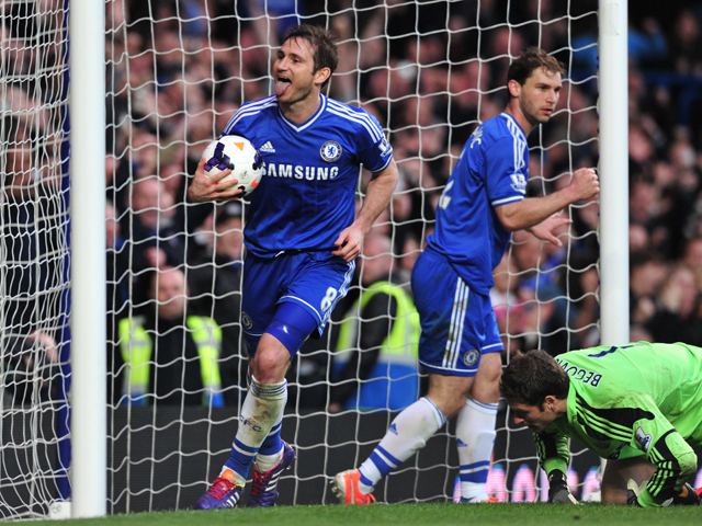 :Chelsea's English midfielder Frank Lampard celebrates scoring Chelsea's second goal from the rebound after Stoke City's Bosnian goalkeeper Asmir Begovic saved Lampard's penalty kick during the English Premier League football match between Chelsea and Sto