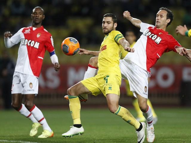 Nantes' Israeli forward Itay Shechter (C) vies with Monaco's Portuguese defender Ricardo Carvalho (R) during the French L1 football match Monaco (ASM) vs Nantes (FCN) on April 6, 2014
