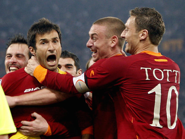 Roma's forward Mirko Vucinic (L) of Montenegro celebrates with his teammate Francesco Totti (R) and Daniele De Rossi (C) after scoring the second goal against Manchester United on April 4, 2007