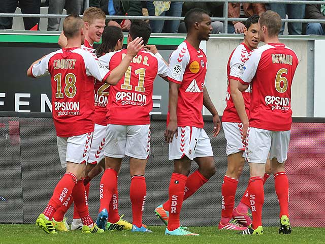Reims' Gaetan Charbonnier celebrates with team mates after scoring the opening goal against Saint-Etienne during the Ligue 1 match on April 13, 2014