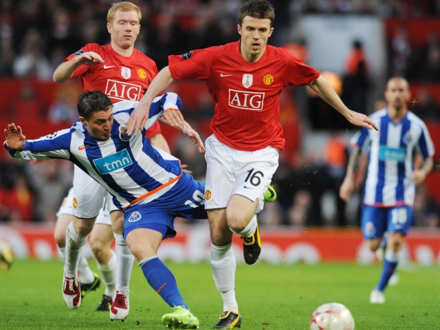 Michael Carrick in action for Manchester United against Porto on April 07, 2009.