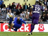 Lyon's Portuguese goalkeeper Anthony Lopes catches the ball next to Toulouse's French defender Serge Aurier during the French L1 football match between Toulouse (TFC) and Lyon (OL) on April 23, 2014