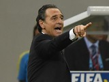 Italy's coach Cesare Prandelli gestures to his players from the sidelines during a Group D football match between England and Italy at the Amazonia Arena in Manaus during the 2014 FIFA World Cup on June 14, 2014