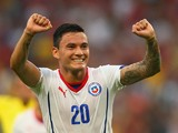 Charles Aranguiz of Chile celebrates scoring his team's second goal during the 2014 FIFA World Cup Brazil Group B match between Spain and Chile at Maracana on June 18, 2014