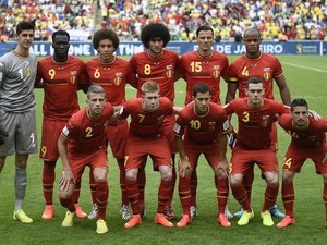 Belgium's footballers pose for pictures before the Group H football match between Belgium and Russia at the Maracana Stadium in Rio de Janeiro during the 2014 FIFA World Cup on June 22, 2014