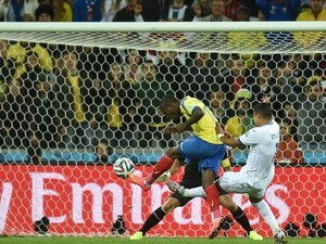 Ecuador's forward Enner Valencia (L) shoots and scores during a Group E football match between Honduras and Ecuador at the Baixada Arena in Curitiba during the 2014 FIFA World Cup on June 20, 2014