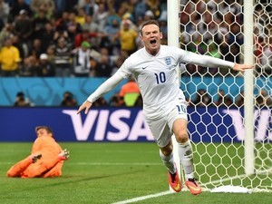 England's forward Wayne Rooney (R) celebrates after scoring past Uruguay's goalkeeper Fernando Muslera during the Group D football match on June 19, 2014
