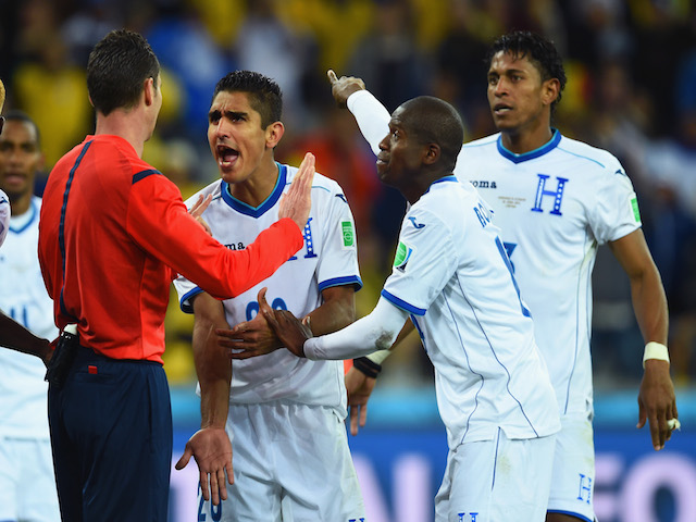 Jorge Claros (C), Oscar Boniek Garcia (2nd R) and Carlo Costly (R) of Honduras appeal to referee Benjamin Williams during the 2014 FIFA World Cup Brazil Group E match against Ecuador on June 20, 2014