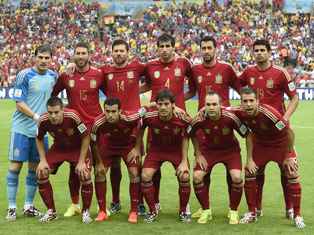 Members of Spain's national team pose for the team photo prior to the Group B football match between Spain and Chile in the Maracana Stadium in Rio de Janeiro during the 2014 FIFA World Cup on June 18, 2014