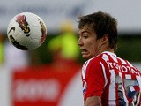 Erick Torres (L) of Mexican Chivas vies for the ball with Fernando Ortiz of Argentinain Velez Sarsfield during their Copa Libertadores 2012 football match in Guadalajara, Mexico on April 11, 2012