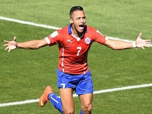 Chile's forward Alexis Sanchez celebrates after scoring a goal during the Round of 16 football match between Brazil and Chile at The Mineirao Stadium on June 28, 2014