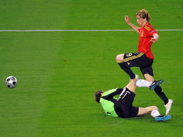 Spanish forward Fernando Torres (C) kicks the ball and scores in front of German goalkeeper Jens Lehmann (L) and German defender Philipp Lahm (R) during the Euro 2008 final on June 29, 2008