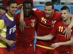 Belgium's forward Romelu Lukaku (2L) celebrates with teammates after scoring against USA on July 1, 2014