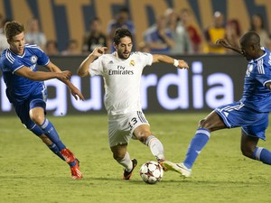 Real Madrid's Tomas Mejias is covered by Chelsea's Marko van Ginkle (L) and Ramires during the 2013 International Champions Cup match between Real Madrid and Chelsea on August 7, 2013