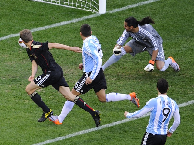 Germany's midfielder Thomas Mueller (L) scores the opening goal past Argentina's goalkeeper Sergio Romero (back, R) during the 2010 World Cup quarter-final football match on July 3, 2010