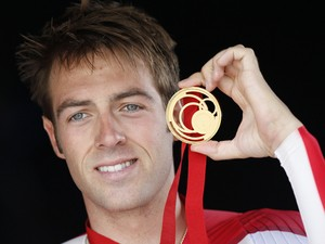 England's Alex Dowsett poses with his gold medal during the Men's Cycling Individual Time Trial medal ceremony at the 2014 Commonwealth Games in Glasgow, Scotland on July 31, 2014