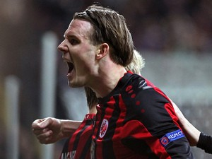 Frankfurt's midfielder Alexander Meier celebrates scoring the 3-2 during the second-leg round of 32 UEFA League football match on February 27, 2014