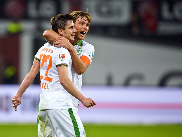 Bremen's midfielder Fin Bartels celebrates scoring the 1-1 goal with his teammates during the German first division Bundesliga football match Bayer 04 Leverkusen vs SV Werder Bremen, in Leverkusen, western Germany on September 12, 2014