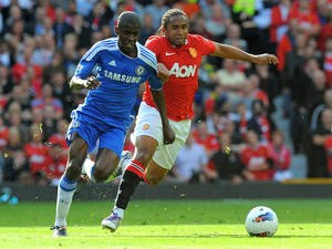 Manchester United's Brazilian midfielder Anderson (R) vies with Chelsea's Brazilian midfielder Ramires (L) during the English Premier League football match on September 18, 2011