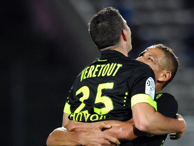Nantes' French midfielder Jordan Veretout is congratulated by his teammate after scoring a goal during the French L1 football match between Evian Thonon Gaillard (ETGFC) and Nantes (FCN) at the Parc des Sports stadium in Annecy, southeastern France on Oct