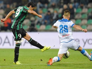 Sergio Floccari of Sassuolo scores the goal 2-1 during the Serie A match between US Sassuolo Calcio and Empoli FC at Mapei Stadium on October 28, 2014