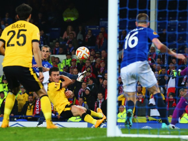 Leon Osman of Everton (obscured 2L) scores their first goal during the UEFA Europa League Group H match between Everton FC and LOSC Lille at Goodison Park on November 6, 2014